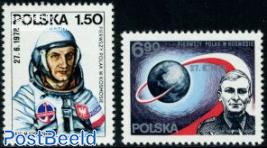Cosmonauts 2v