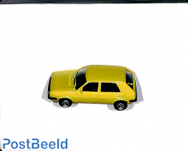 VW Golf, yellow